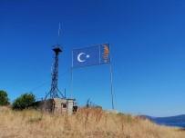 Atatürk Ve Türk Bayrağının Panosu Tamir Bekliyor