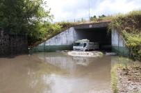 KANALİZASYON - Samsun'da şiddetli yağış hayatı felç etti