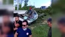 Düzce'de Yoldan Çıkan Otomobil Melen Çayı'ndaki Teknenin Üzerine Düştü