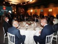 CUMHURBAŞKANLIĞI KÜLLİYESİ - Cumhurbaşkanı Erdoğan, Ahlat'taki etkinliklere katılan sanatçı ve gençlerle yemekte bir araya geldi