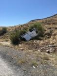 İçinde 10 Kişinin Bulunduğu Minibüs Şarampole Takla Attı