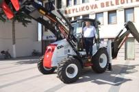 Beylikova Belediyesi'ne Sıfır İş Makinesi Alındı