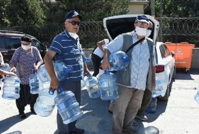 CHP'nin çağdaş belediyecilik anlayışında bugün! Damacanasını kapan su kuyruğuna girdi