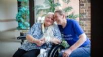 REHABILITASYON - Kız kardeşleri 53 yıl sonra koronavirüs buluşturdu!