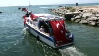 Balıkçı Tekneleri Florya Atatürk Köşkü'nü Selamladı
