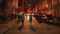 Küçükçekmece'de Gece Vakti 2 Otomobil Alev Alev Yandı