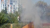 (Özel) Pendik'te Yangını Söndürmek İçin Pazarcılar Seferber Oldu