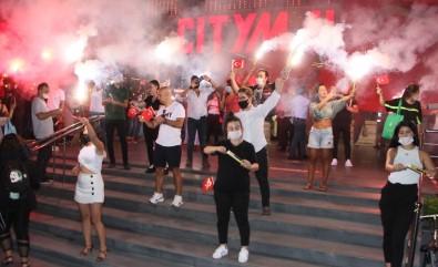 Samsun'da AVM'de Coşku Dolu Zafer Bayramı Kutlaması