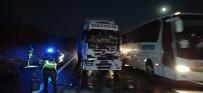 TEM Otoyolunda Tır Kamyona Arkadan Çarptı Açıklaması 1 Yaralı