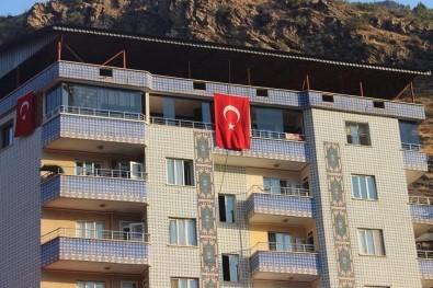 Uludere Türk Bayrakları İle Donatıldı