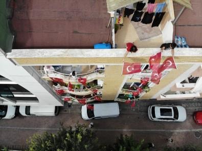 Bakan Selçuk Çağrı Yaptı, Öğrenciler İstiklal Marşı'nı Balkonlarda Okudu