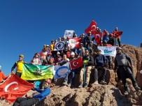 Dağcılar 30 Ağustos Zafer Bayramını Zirvede Kutladı
