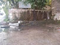 Tarihi Palata Çeşmesinin Suları Yola Akıyor