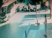 Ambulans Minibüs Ve Otomobile Çarptı Açıklaması 1 Yaralı