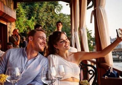Kerem Bürsin aşk iddialarına yanıt verdi...