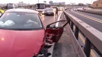 Sefaköy E-5'Te Otomobil Bariyerlere Çaptı Açıklaması 2 Yaralı