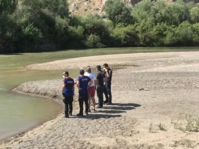 Yüzme Bilmeyen Baba, Çocuklarını Kurtarmak İçin Girdiği Nehirde Çocukları İle Birlikte Boğularak Hayatını Kaybetti