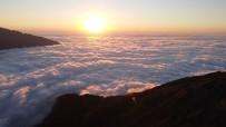 Artvin'de Nopapeni Yaylası Bulut Deniziyle Ziyaretçilerini Büyülüyor