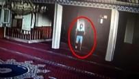 POLİS EKİPLERİ - Elini kolunu sallaya sallaya yaptı... Camide hırsızlık böyle görüntülendi!