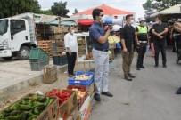 Kaymakam Pazar Yerinde Megafonla Halkı Korona Virüse Karşı Uyardı