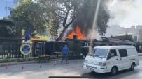 İstanbul'da Özel Üniversitenin Yanındaki Restoran Alev Alev Yandı