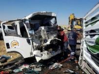 SAĞLIK EKİPLERİ - Diyarbakır'da feci kaza ! 2 ölü 2 yaralı