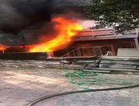 Beyoğlu'nda İş Merkezinde Yangın Açıklaması Vatandaşlar Kendini Sokağa Attı