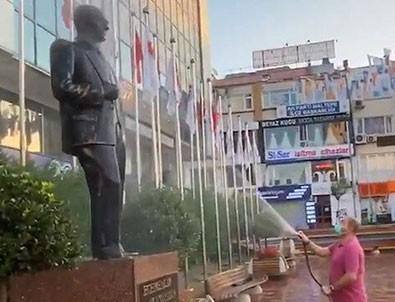 CHP'li Başkan heykel suladı!