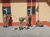 Askerler Köy Okulunu Boyadı