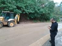 Borçka'da Sağanak Yağış Etkili Oldu