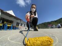 Fedakar Öğretmenler Fırçayı Eline Alıp Köy Okulunu Boyadı