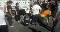 Beyoğlu'nda Motosikletle Minibüs Çarpıştı Açıklaması 1 Yaralı