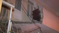 Küçükçekmece'de Evin Balkonu Çöktü Açıklaması 1 Yaralı