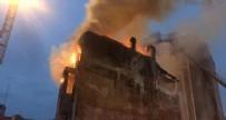 TAKSIM MEYDANı - Taksim Meydanı'nda 5 katlı binada yangın