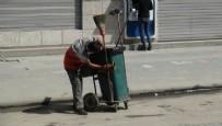 HELAL - Çöp arabasını özenle temizleyen temizlik işçisi sosyal medyada ilgi odağı oldu