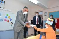Başkan Bozkurt Öğrencilere Maske Hediye Etti