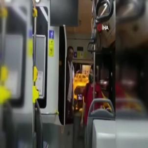 Özel Halk Otobüsünde şoför ve yolcu arasında çıkan tartışma cep telefonu kamerasına yansıdı