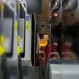 HALK OTOBÜSÜ - Özel Halk Otobüsünde şoför ve yolcu arasında çıkan tartışma cep telefonu kamerasına yansıdı