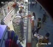 (Özel) 'Sevgili Görünümlü' Hırsızların Çanta Hırsızlığı Kamerada