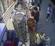 'Sevgili Görünümlü' Hırsızlar Kameraya Takıldı