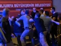 POLİS - Türk bayrağını indiren şahsı polis linçten zor kurtardı!