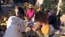 Yabancı Modeller Kapadokya'da Pekmez Kaynatıp Salça Yaptı