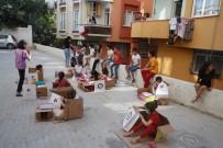 6'Ncı Sınıf Öğrencisinden Apartmanların Arasında Kartondan Sınıf