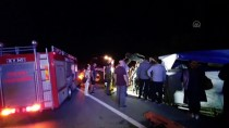 Bursa'da Mobilya Yüklü Kamyonet Devrildi Açıklaması 2 Yaralı