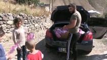 İstanbul'dan Ağrı'ya Gelen Gönüllüler Köy Çocuklarını Oyuncaklarla Sevindirdi