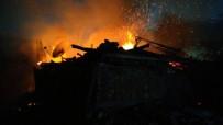 Kastamonu'da Çıkan Yangında İki Ev Ve Bir Garaj Küle Döndü
