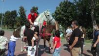 Atlı Polislere Çocuklardan Yoğun İlgi