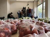 Mardin'de Pazarcı Esnafından İhtiyaç Sahiplerine Ücretsiz Sebze Ve Meyve