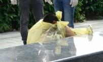 POLİS EKİPLERİ - Taksim Meydanı'nda çıplak kadın şoku