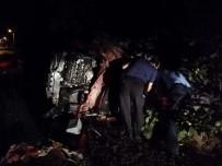 Traktöre Arkadan Çarpan Otomobilde 2 Kişi Hayatını Kaybetti